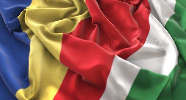 Bandera de seychelles ruffled bellamente acurrucado horizontal primer plano