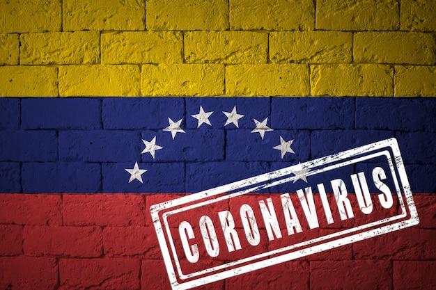 Bandera de la venezuela con proporciones originales. estampado de coronavirus. textura de la pared de ladrillo. concepto de virus corona. al borde de una pandemia covid-19 o 2019-ncov.