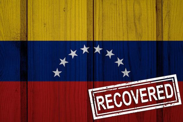 Bandera de venezuela que sobrevivió o se recuperó de las infecciones de la epidemia de coronavirus o coronavirus. bandera de grunge con sello recuperado