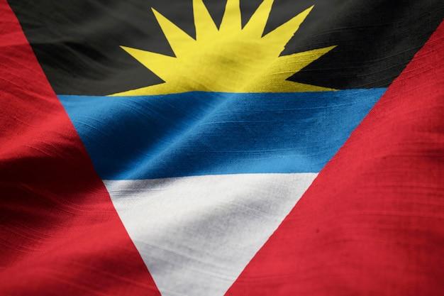 Bandera con volantes de antigua y barbuda soplando en el viento
