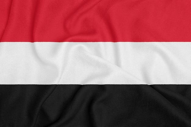 Bandera de yemen sobre tela con textura