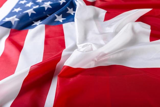Banderas estadounidenses y canadienses juntas