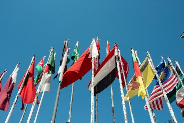 Banderas de muchas naciones