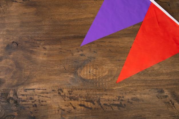 Banderines de fiesta violeta y rojo