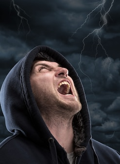 Bandido gritando