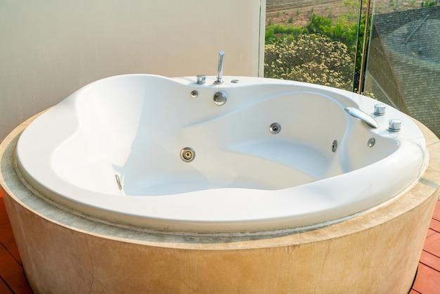 Bañera en el balcón