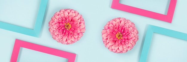 Banner de flores y marcos de colores brillantes. endecha plana