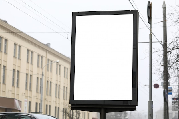 Banner publicitario en calle de la ciudad