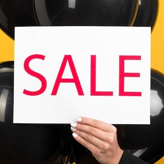 Banner de venta y globos para el viernes negro.