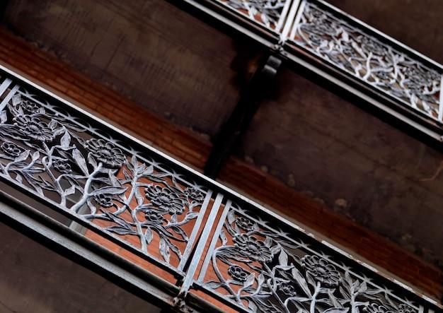 Barandilla de hierro forjado en el chelsea hotel en manhattan, nueva york, ee. uu.