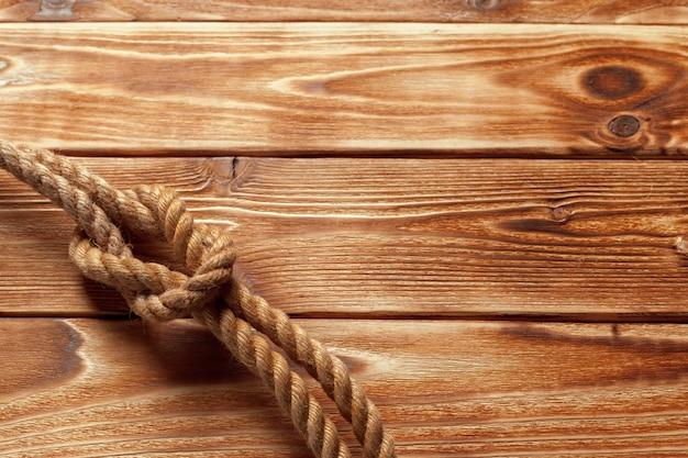 Barco cuerda en madera