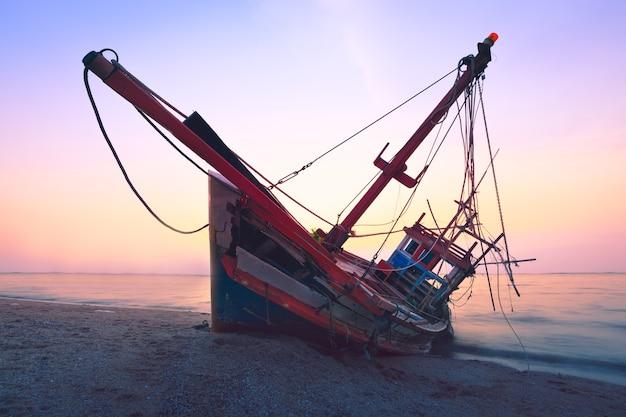 Barco de pesca falla