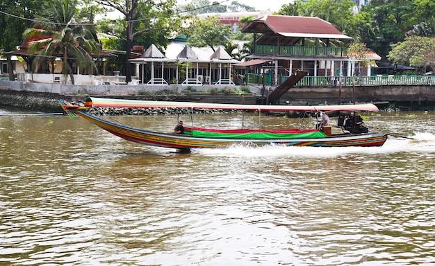 Barco en el río chaophraya