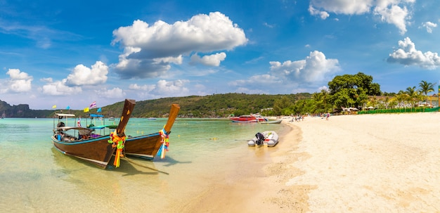 Barco tailandés tradicional en phi phi don