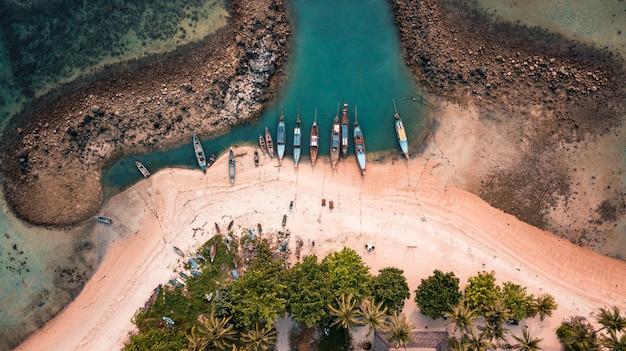 Barcos en la isla de koh samui