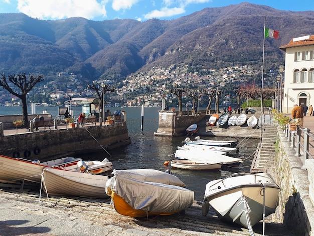 Barcos en el lago de como