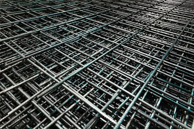 Barra de acero para materiales de construcción. malla de refuerzo de alambre. fondo de grunge industrial.