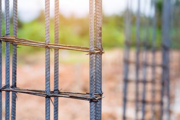 Barra de acero para trabajos de construcción de hormigón, mortero en base estructural.