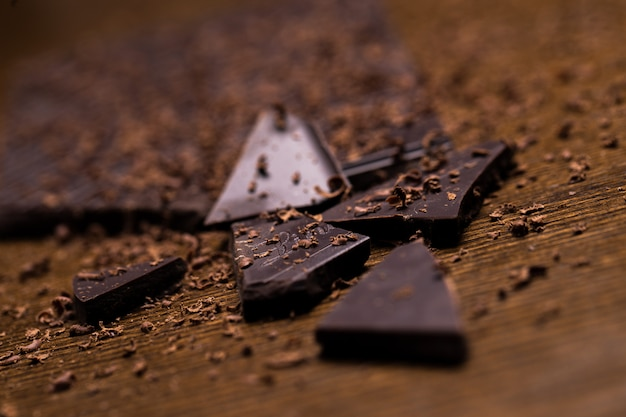 Barra de chocolate y polvo
