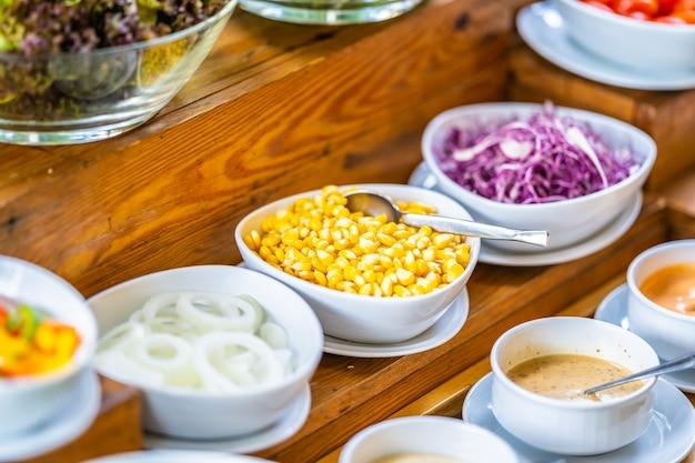 Barra de ensaladas para la salud