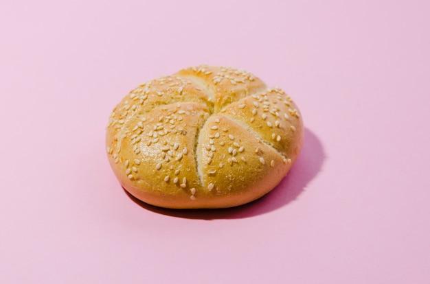 Barra de pan con fondo de color