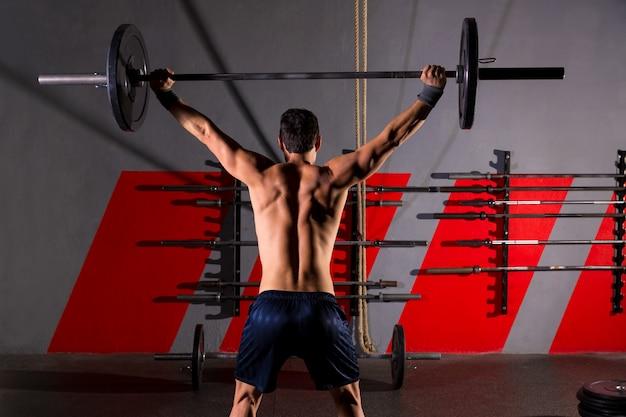 Barra de pesas levantamiento de pesas hombre vista trasera gimnasio