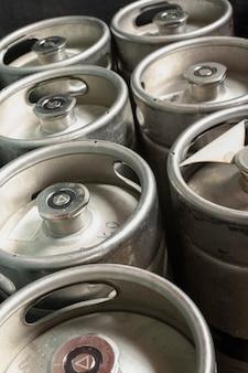 Barriles de alto ángulo con barril de cerveza