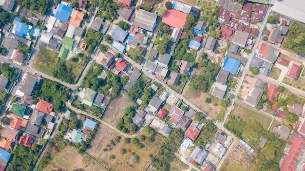 Barrio con casas residenciales y entradas, concepto de planificación de uso de la tierra