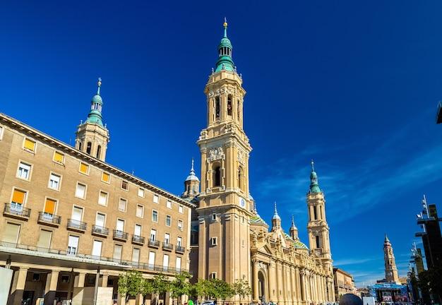 Basílica de nuestra señora del pilar en zaragoza españa