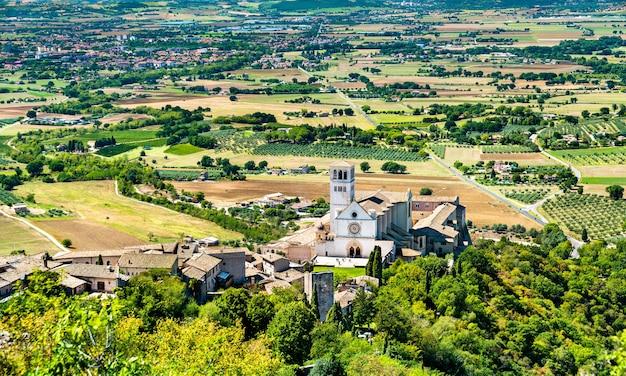 Basílica de san francisco de asís en la región de umbría de italia
