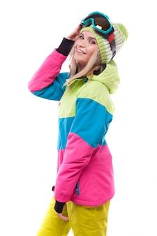 Bastante joven en traje de esquí
