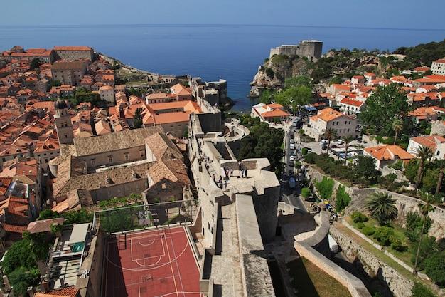 El bastión de la fortaleza en la ciudad de dubrovnik en el mar adriático, croacia