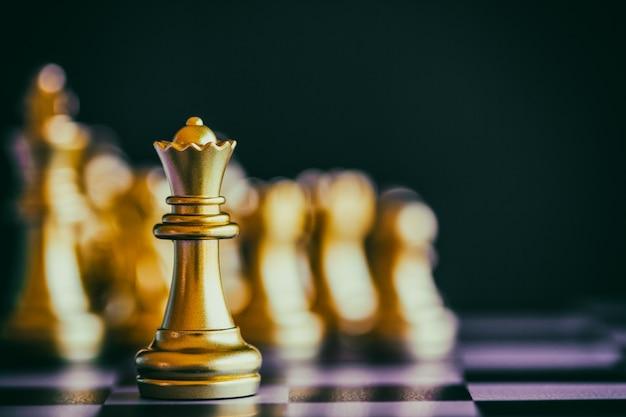Batalla de ajedrez de estrategia juego de desafío de inteligencia en el tablero de ajedrez.