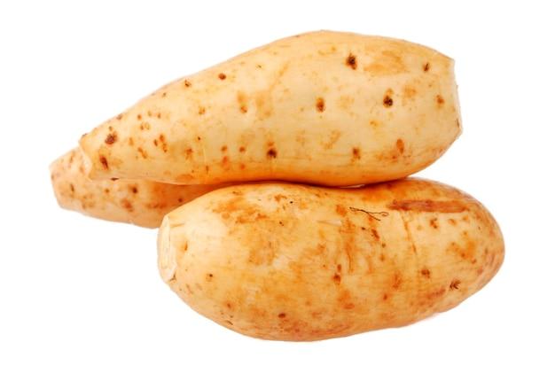 Batata. aislado en un fondo blanco.