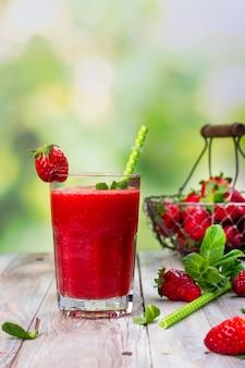 Batido de fresa fresco de verano