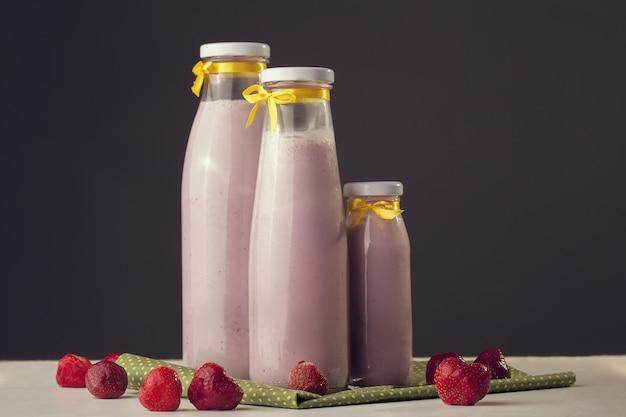 Batido de leche recién cocinado con sabor a fresa