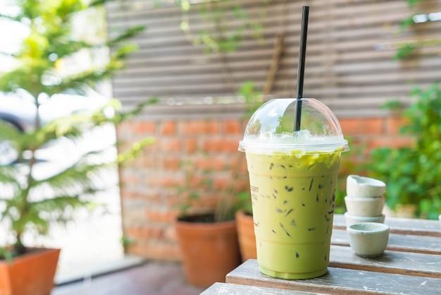 Batido de té verde helado