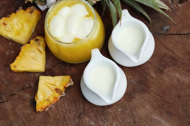 Batidos de piña con yogurt