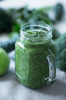 Batidos de verduras verdes preparados con coliflor