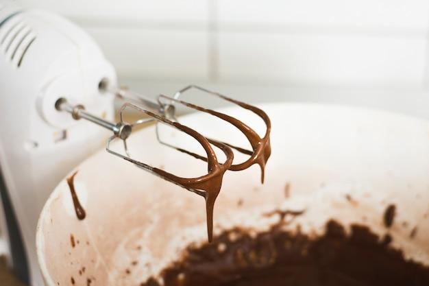Batiendo chocolate