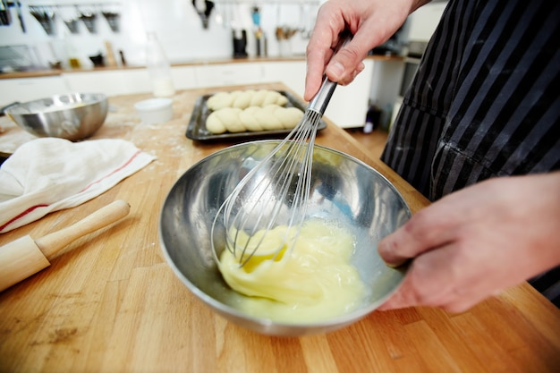 Batiendo en la cocina
