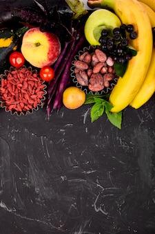 Bayas y frutas coloridas saludables