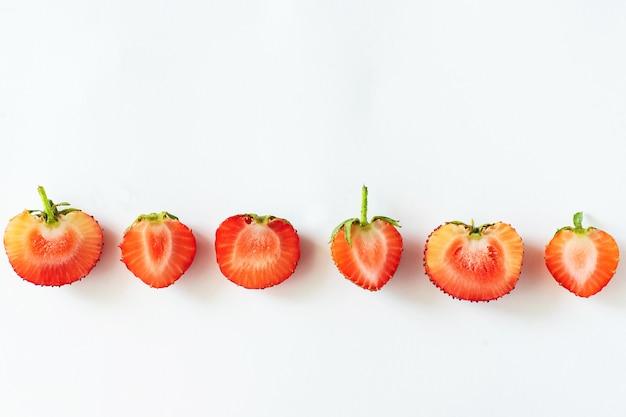 Bayas de frutas de temporada orgánicas crudas frescas