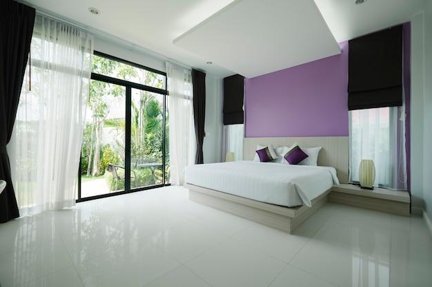 Beadroom moderno en hotel