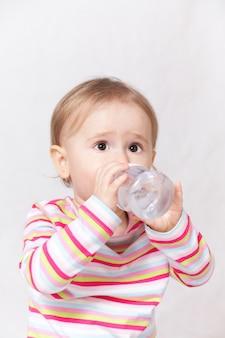 Bebe agua potable