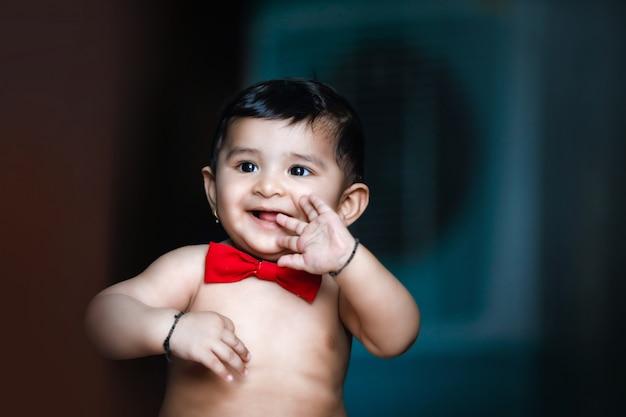 Bebé indio niño