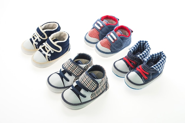 Bebé niño zapatos aislados