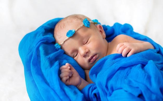 Bebé recién nacido durmiendo