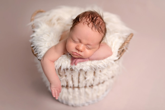 Bebé recién nacido durmiente
