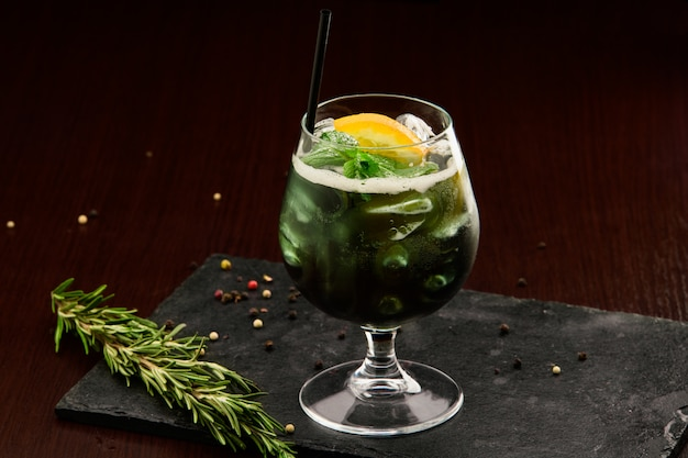 Bebida alcohólica en el bar